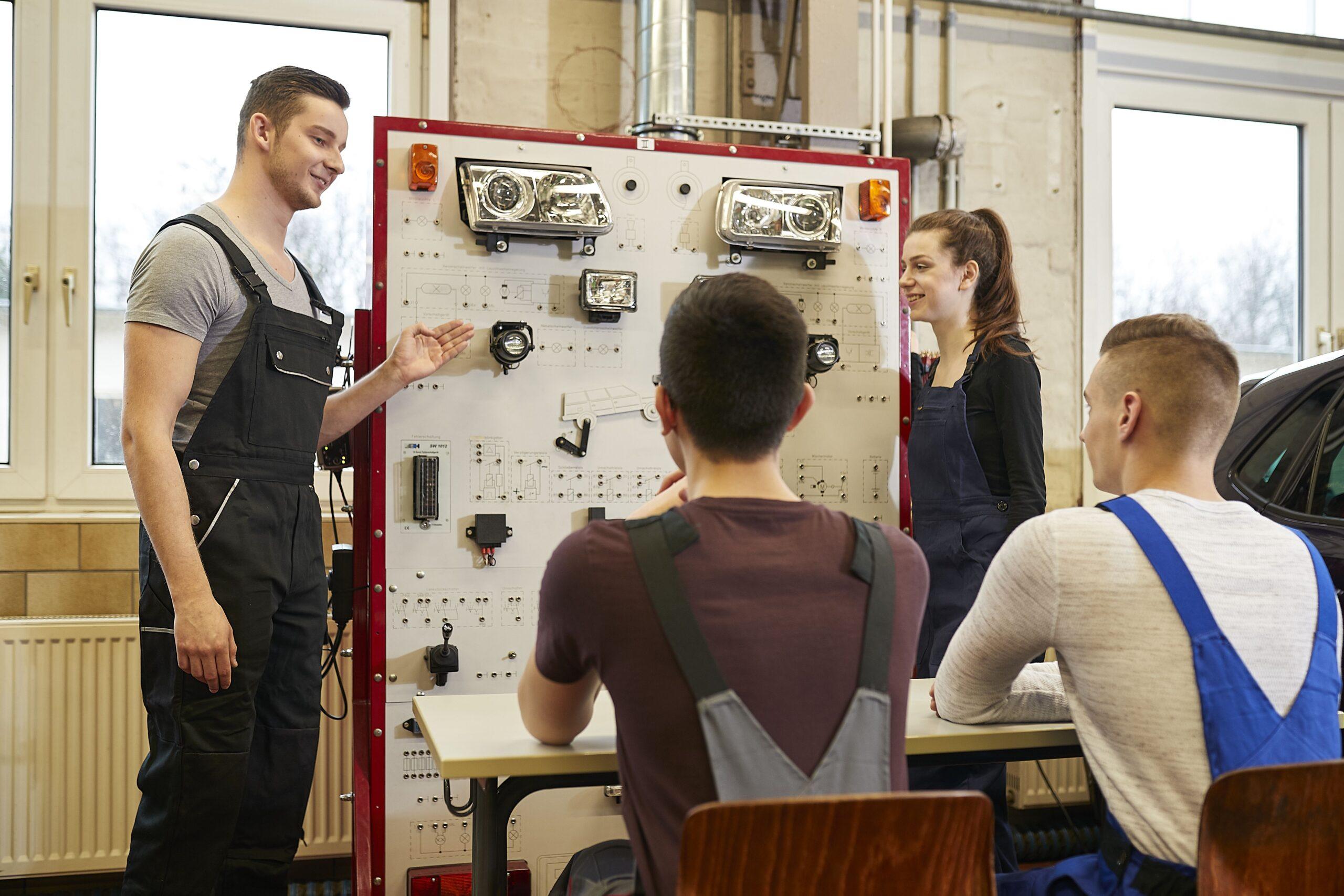 Lernsituation von Auszubildenden in einer KFZ-Werkstatt